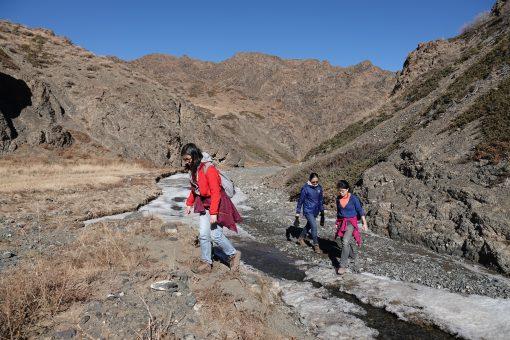 Gobi Crossing, Hiking through Yoliin Am